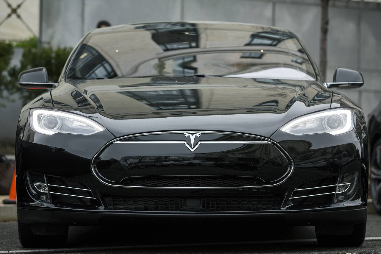 Things to Read Today: Tesla 'Autopilot' Death Draws Scrutiny